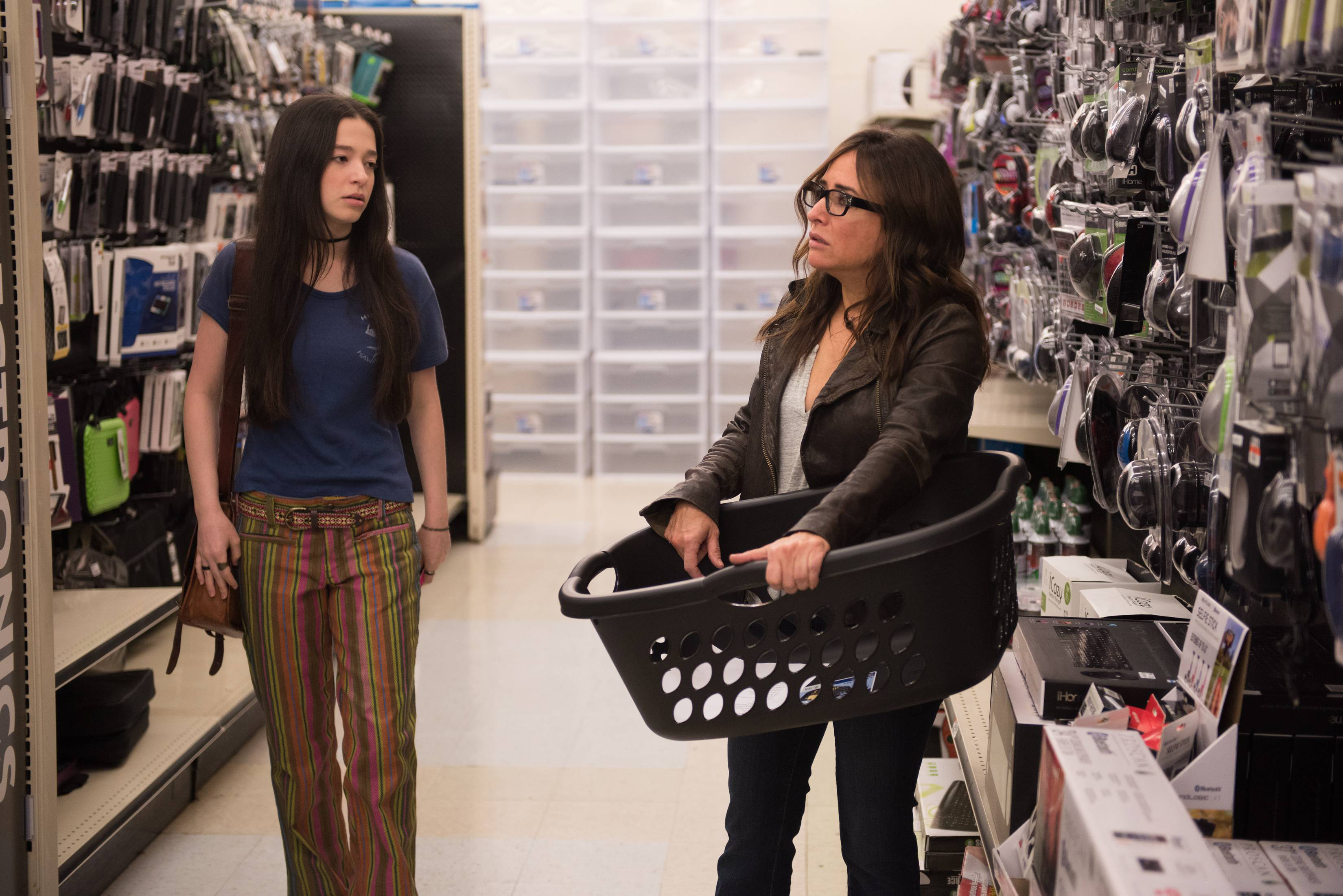 """BETTER THINGS """"Sam/Pilot"""" Episode 1 (Airs Thursday, September 8, 10:00 pm/ep) -- Pictured: (L-R) Mikey Madison as Max, Pamela Adlon as Pam. CR: Colleen Hayes/FX"""